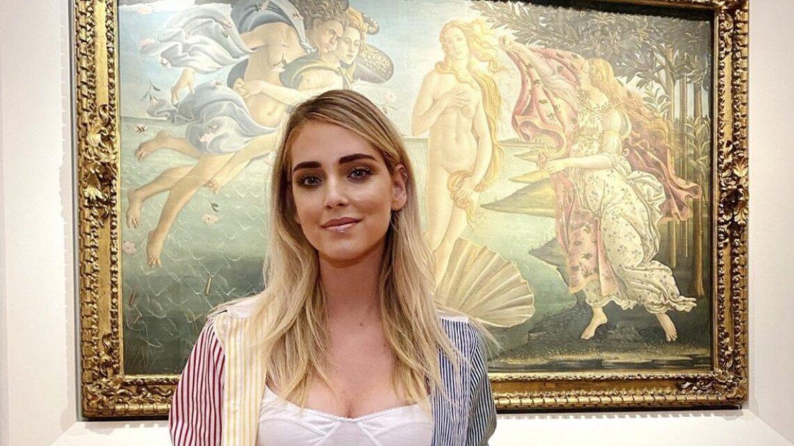 """Chiara Ferragni visita Palazzo Barberini, dopo gli Uffizi altre polemiche: """"Solo marchette"""". Ma in molti apprezzano"""