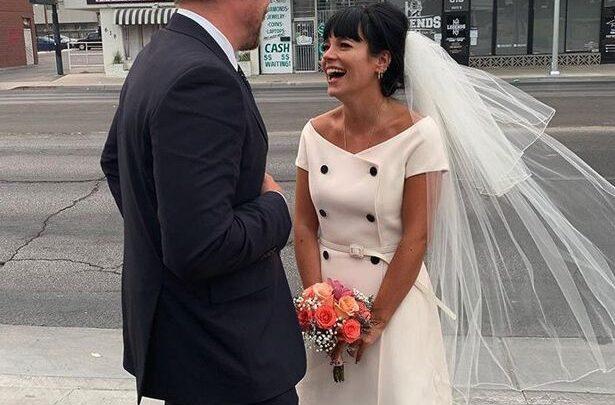 Lily Allen sposa l'attore di Stranger Things, David Harbor: su Instagram le foto delle nozze