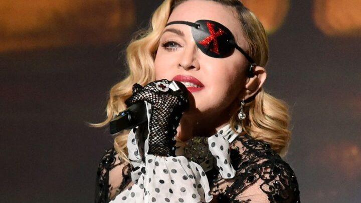 """Il film autobiografico di Madonna, tra i momenti migliori della sua carriera e le dolorose vicende personali: """"Mi violentarono a 20 anni"""""""