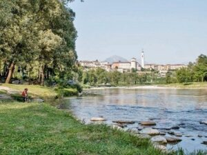 Momenti di passione ai bordi del fiume costano carissimi ad una coppia di 30enni: 13.500 euro di multa