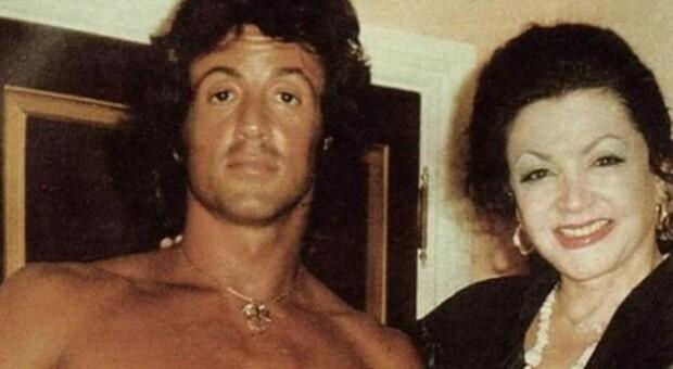 Chi era Jackie Stallone, la mamma di Sylvester morta a 98 anni: astrologa e sensitiva dallo spirito indipendente