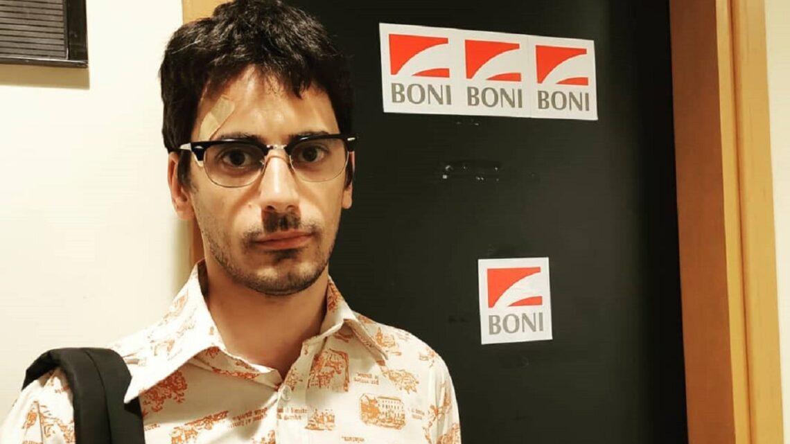 Chi è Valerio Lundini, il comico padrone di casa di Una Pezza di Lundini