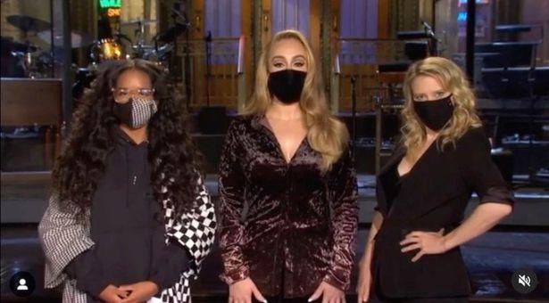 """Adele, che figurino! La cantante si mostra in TV con un fisico perfetto e annuncia: """"Sarò al Saturday Night Live"""""""