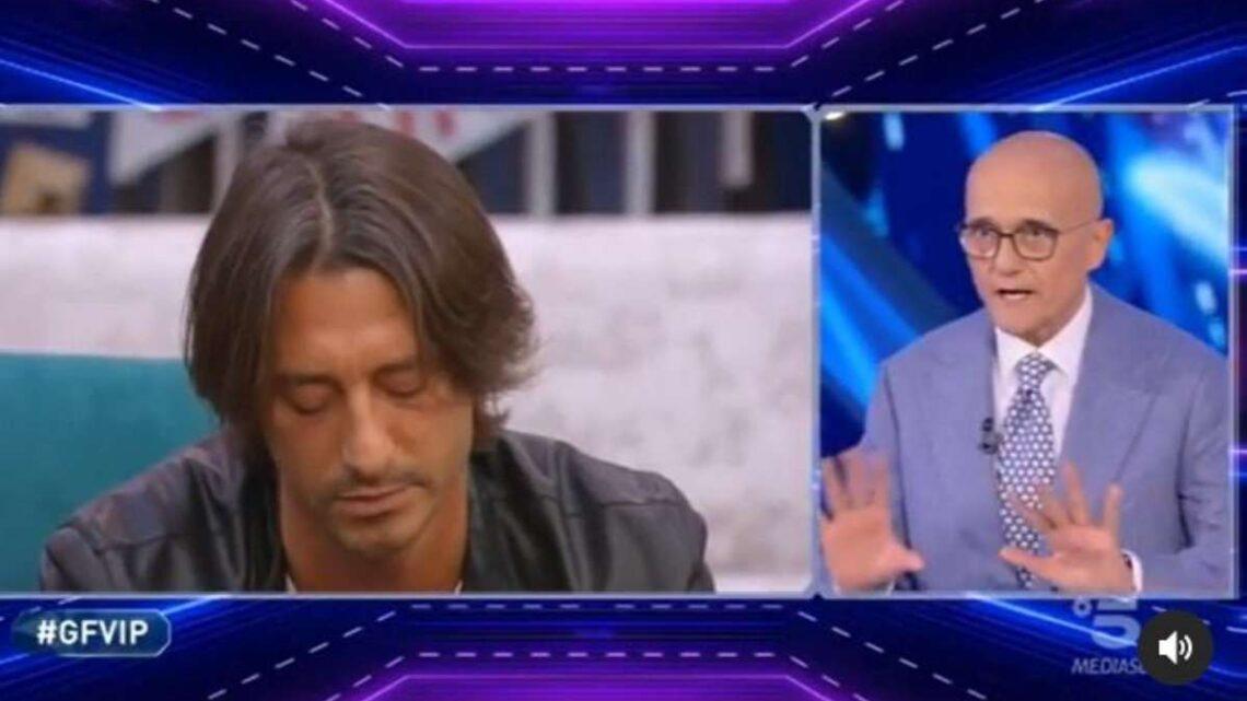 Francesco Oppini non è stato squalificato al Grande Fratello Vip: Signorini spiega il motivo