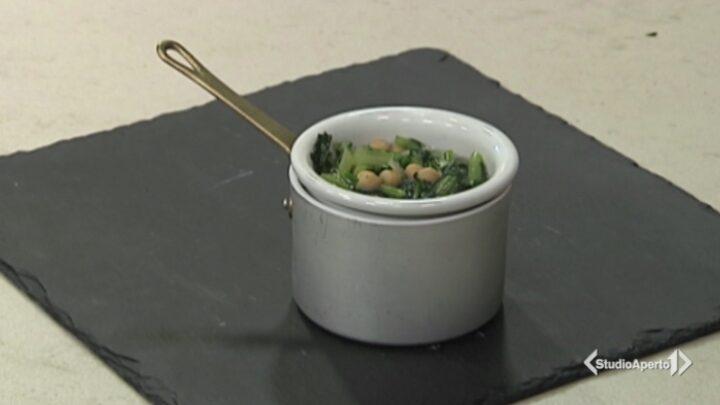 Cotto e Mangiato, ricetta 2 novembre 2020: zuppa cicoria e ceci