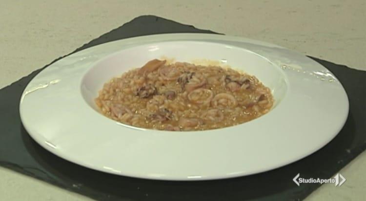 Cotto e Mangiato ricetta 18 novembre 2020: risotto calamari pomodori gialli e prosecco