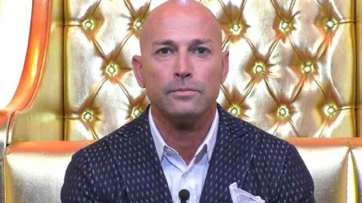 Stefano Bettarini squalificato al Grande Fratello Vip: nella casa chiede scusa
