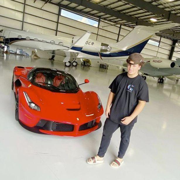 """Il 17enne star di YouTube distrugge la macchina del """"papi"""". Valeva quasi 3 milioni di euro"""