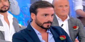 """Uomini e Donne, Maria De Filippi scoppia: """"Per me sei una presenza inutile nel programma"""". Con chi ce l'ha?"""
