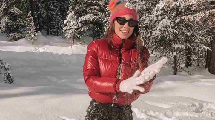 """Giulia De Lellis sulla neve a Capodanno, i fan la criticano: """"Per te i Dpcm non valgono"""""""