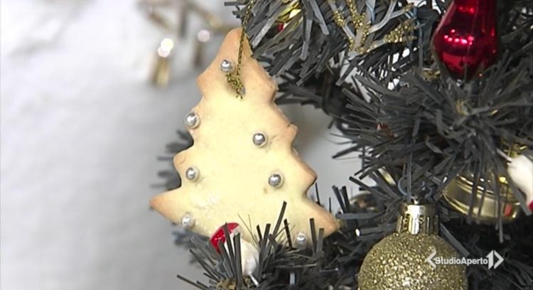 Cotto e Mangiato ricetta 11 dicembre 2020: biscotti decorativi di Natale