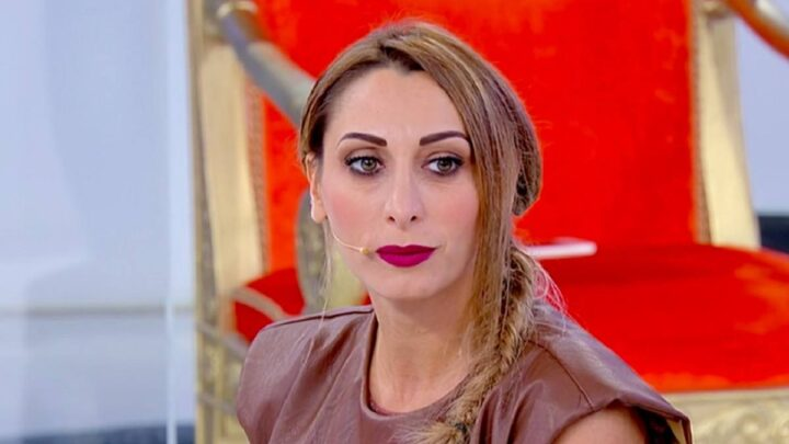Uomini e Donne, oggi: Valentina si difende dalle accuse, Valeria lascia il programma