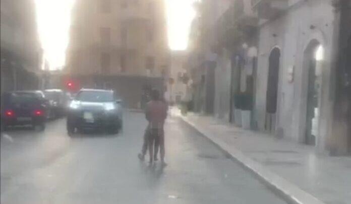 Atti osceni a Bitonto: coppia si denuda in strada la mattina di Natale
