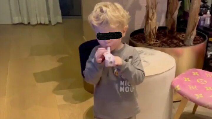 Leone in un video pubblicato dal padre Fedez: il bambino litiga con un fischietto di carta e lo getta via. 170mila+ Like