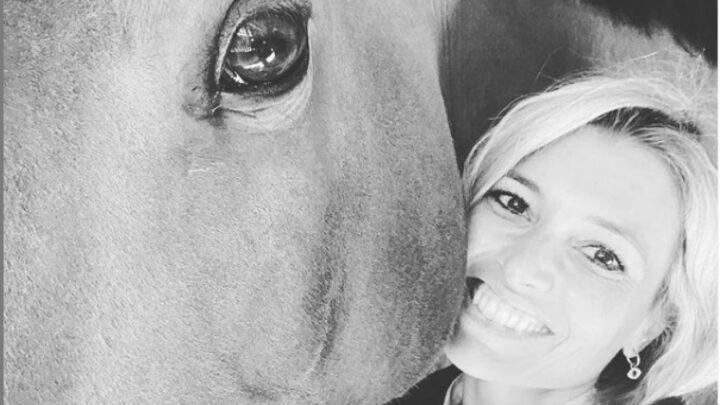 Carlotta Mantovan: la moglie di Fabrizio Frizzi riscopre la passione per i cavalli con la figlia Stella, la foto su Instagram