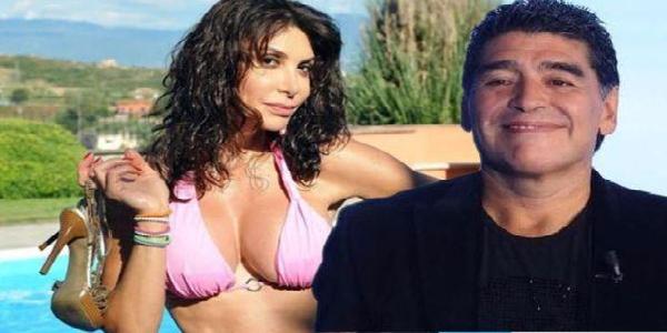 """Domenica Live, Carmen Di Pietro fa chiarezza sulla foto con Maradona: """"Non volevo offendere nessuno"""""""