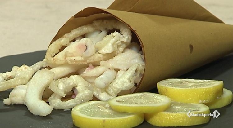 Cotto e Mangiato ricetta 18 febbraio 2021: fritto di seppie e cipolle