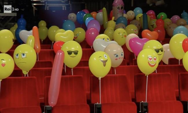 """Sanremo 2021, la platea piena di palloncini, ma si nota un dettaglio """"birichino"""""""