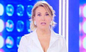 """Pomeriggio 5, Barbara D'Urso stoppa la diretta: """"C'è stato un boato"""""""