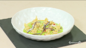 Cotto e Mangiato ricetta 27 ottobre 2021: pasta con crema di scarole e pinoli